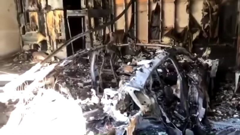 Porsche Taycan Catches Fire, Burns Down Garage in Florida 1