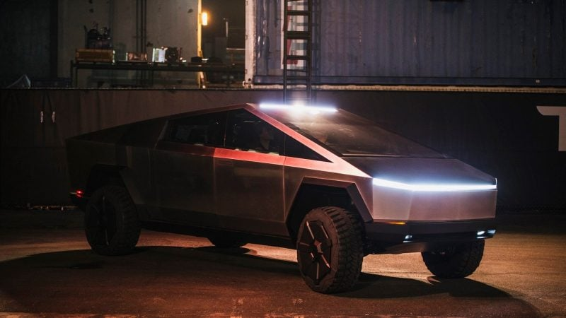 Tesla Cybertruck to Have Real-Time Towing Stats, Standard Upper Laser Blade Lights, 82-inch Width 1